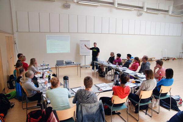 Ft Marko Pirhonen luennoi PhysioTrainer-koulutuksessa kuva