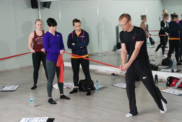 Ft OMT Martti Alanko kouluttaa PhysioTrainereita kuva